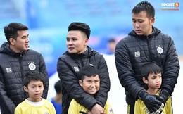 BTC trận Siêu cúp Quốc gia bị chỉ trích vì để trẻ em mặc áo cộc tay ra sân giữa trời rét 10 độ C