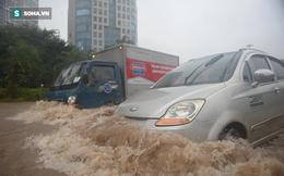 Hà Nội: Đại lộ Thăng Long - Vành đai 3 ngập nghiêm trọng, ô tô đi trong 'biển nước'