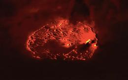 Hình ảnh núi lửa phun trào sáng rõ nhìn từ bên ngoài Trái Đất