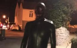 Đi theo rồi quấy rối tình dục, kẻ biến thái trong bộ đồ đen khiến người dân hoảng sợ, không dám ra khỏi nhà