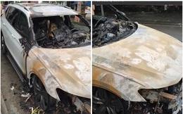 """Xe Volkswagen 2 tỷ cháy rụi giữa đường ở Hạ Long, bị đồn là hậu quả vụ đánh ghen, vợ bắt quả tang chồng chở """"em gái mưa""""?"""