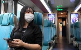 Người dân mừng rỡ khi đường sắt hoạt động trở lại: Mẹ ốm, con đẻ cả tháng mới được về thăm