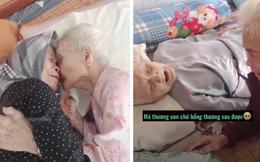 Mẹ già 105 tuổi bật khóc khi gặp con gái 80 tuổi sau 3 tháng giãn cách: Nhớ mà không biết đi đâu gặp