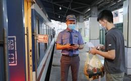 Ngày đầu vận tải hành khách liên tỉnh tại TPHCM: Tàu hỏa đắt khách