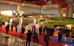 Xem tên lửa siêu thanh Hwasong-8 và các vũ khí mới được Triều Tiên trưng bày