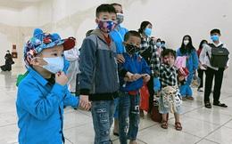 """21 xe khách đưa hơn 500 học sinh và giáo viên """"mắc kẹt"""" tại TP HCM về Hà Tĩnh"""