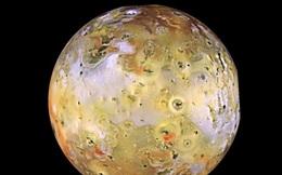 Những vệ tinh tự nhiên kỳ lạ nhất trong Hệ Mặt trời