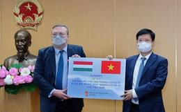 Bộ Y tế được tặng 100.000 liều vaccine COVID-19 AstraZeneca, 100.000 bộ kít xét nghiệm nhanh