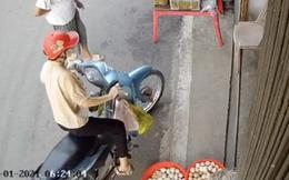 Xôn xao clip từ camera chống trộm: Cô gái dừng xe vô tình đạp nát cả thùng trứng, hành động sau đó bị lên án dữ dội