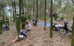 """Hơn 60 cảnh sát vây ráp sới bạc khủng trong đồi keo do """"đại ca"""" có 9 tiền án cầm đầu"""