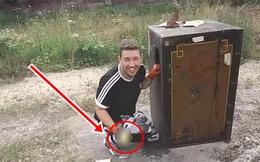 """Bỏ gần 2 tỉ mua két sắt cổ """"bất khả xâm phạm"""", thứ được tìm thấy bên trong khiến chàng trai lập tức phát tài"""