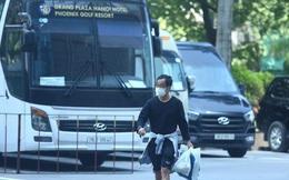 Duy Mạnh tạm biệt con trai, ông Park Hang Seo trao quyền nắm đội tuyển Việt Nam cho trợ lý