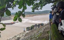 NÓNG: Đoàn cán bộ Sở Giao thông vận tải Quảng Trị gặp nạn trên sông Thạch Hãn