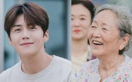 Nhân viên Hometown Cha-Cha-Cha bóc phốt Kim Seon Ho: 'Hành' ekip, thái độ lồi lõm với cả 'người bà quốc dân' Kim Young Ok