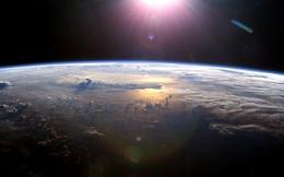 Sốc: Nhìn từ không gian, Trái Đất đang bị mờ dần