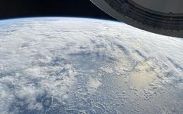 Tỷ phú chia sẻ ảnh chụp bằng iPhone 12 trên tàu của SpaceX: 'Thật ấn tượng khi một chiếc iPhone chụp được như thế này'