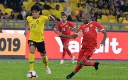 """""""Ủ mưu"""" vượt mặt tuyển Việt Nam, Malaysia thua đậm trên đất Tây Á sau loạt sai lầm ngớ ngẩn"""