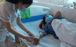 Số ca sốt xuất huyết nặng gia tăng vì nhiều người sợ Covid-19 không đi khám: Bác sĩ chỉ ra dấu hiệu cần đến viện ngay