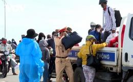 Các địa phương chung tay góp gạo thổi cơm, hỗ trợ xe khách đưa người về quê