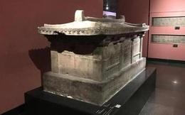 Khai quật cổ mộ nghìn năm, lời nguyền trên quan tài khiến đoàn khảo cổ phát hoảng