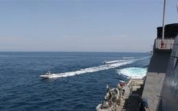 Iran điều xuồng cao tốc truy đuổi tàu Mỹ ở vùng Vịnh