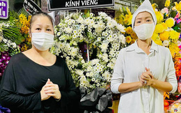 Tang lễ mẹ ruột Trịnh Kim Chi: NS Hồng Vân đến viếng, xót xa khi nhìn thấy đàn em suy sụp, ốm đi vì quá đau buồn