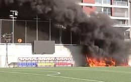 Sân Andorra cháy lớn chỉ 24 giờ trước trận với Anh, phá hỏng màn hình VAR