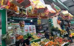 Thị trường đồ lễ ông Công ông Táo trầm lắng vắng khách mua, tiểu thương lo ế hàng