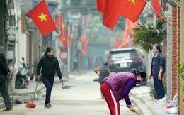 Hà Nội: Người dân trong khu cách ly dọn dẹp đường phố, sẵn sàng...đón Tết sớm