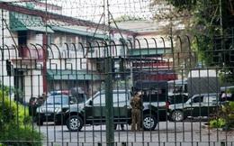 Myanmar: Cận cảnh quân đội hiện diện trên đường phố, xe quân sự tràn vào đài truyền hình quốc gia