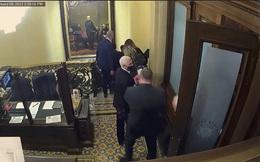"""Đám đông bạo loạn vừa đi vừa hét """"Treo cổ Mike Pence"""": Hé lộ chi tiết lạnh gáy trong ngày 6/1"""