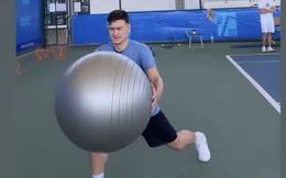 Đặng Văn Lâm tập trên sân tennis, cựu thủ môn tuyển Việt Nam nêu nhận định đáng lo