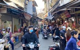 Phiên chợ cuối năm: Bánh chưng ế ẩm, khách sắm Tết 'giá nào cũng mua'