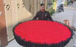 """MXH """"dậy sóng"""" vì món quà Valentine của chàng trai Nghệ An: 999 bông hoa hồng gây choáng ngợp"""