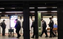 Cảnh sát New York đông nghịt ga tàu điện ngầm sau vụ đâm hàng loạt, 2 người chết