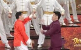 """Chân Tử Đan và Ngô Kinh gây sốt với màn đấu võ """"ảo"""" hơn cả trong phim"""