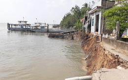 Phà quay đầu, 6 căn nhà rớt xuống sông Hậu trưa mùng 3 Tết