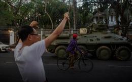 Myanmar: Xe bọc thép xuất hiện tại các thành phố lớn, internet bị cắt