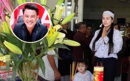 Vợ tổ chức lễ cúng 49 ngày cho cố NS Vân Quang Long, xót xa hình ảnh con thơ mặc áo tang ngơ ngác bên mẹ