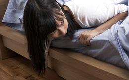 Bị sờ soạng cơ thể, người phụ nữ phát hiện kẻ đột nhập nằm ngay cạnh, nhanh trí nói vài câu đã cứu được tính mạng 2 vợ chồng
