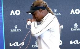 Serena Williams bật khóc trong phòng họp báo sau thất bại ở Australia Open