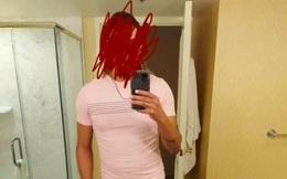 """Nhìn ảnh chồng selfie ở phòng tắm, vợ biết ngay mình bị """"mọc sừng"""" bởi 2 chi tiết không ngờ"""