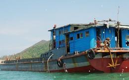 Phát hiện chiếc tàu lạ chở 71 kiện hàng trôi tự do trên biển