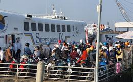 Dòng người chen chân ra đảo Phú Quốc, cảng Rạch Giá quá tải