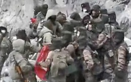 Ảnh hiếm chụp cảnh binh lính Trung Quốc - Ấn Độ lao vào nhau giao chiến đổ máu ở biên giới