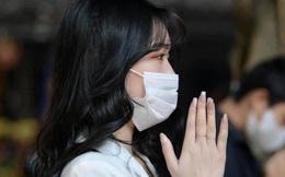 Đầu năm đi chùa cầu duyên, cô gái Hà Nội khiến nhiều người phải chú ý bằng một bức ảnh trên báo