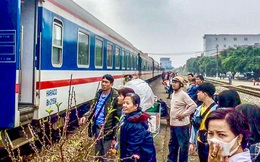 Khách hàng phàn nàn phí trả vé tàu quá cao, Tổng công ty đường sắt nói gì?