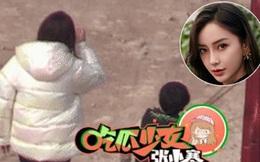 Giữa scandal ly hôn, hình ảnh quý tử nhà Angela Baby - Huỳnh Hiểu Minh lặng lẽ chơi với nhân viên của mẹ khiến Cnet xót xa