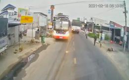 Clip: Nghi vấn 2 xe khách dàn cảnh, chèn đồng nghiệp dẫn tới va chạm giao thông