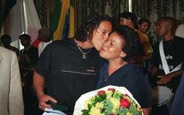 Quá suy sụp, Ronaldinho không thể dự đám tang mẹ